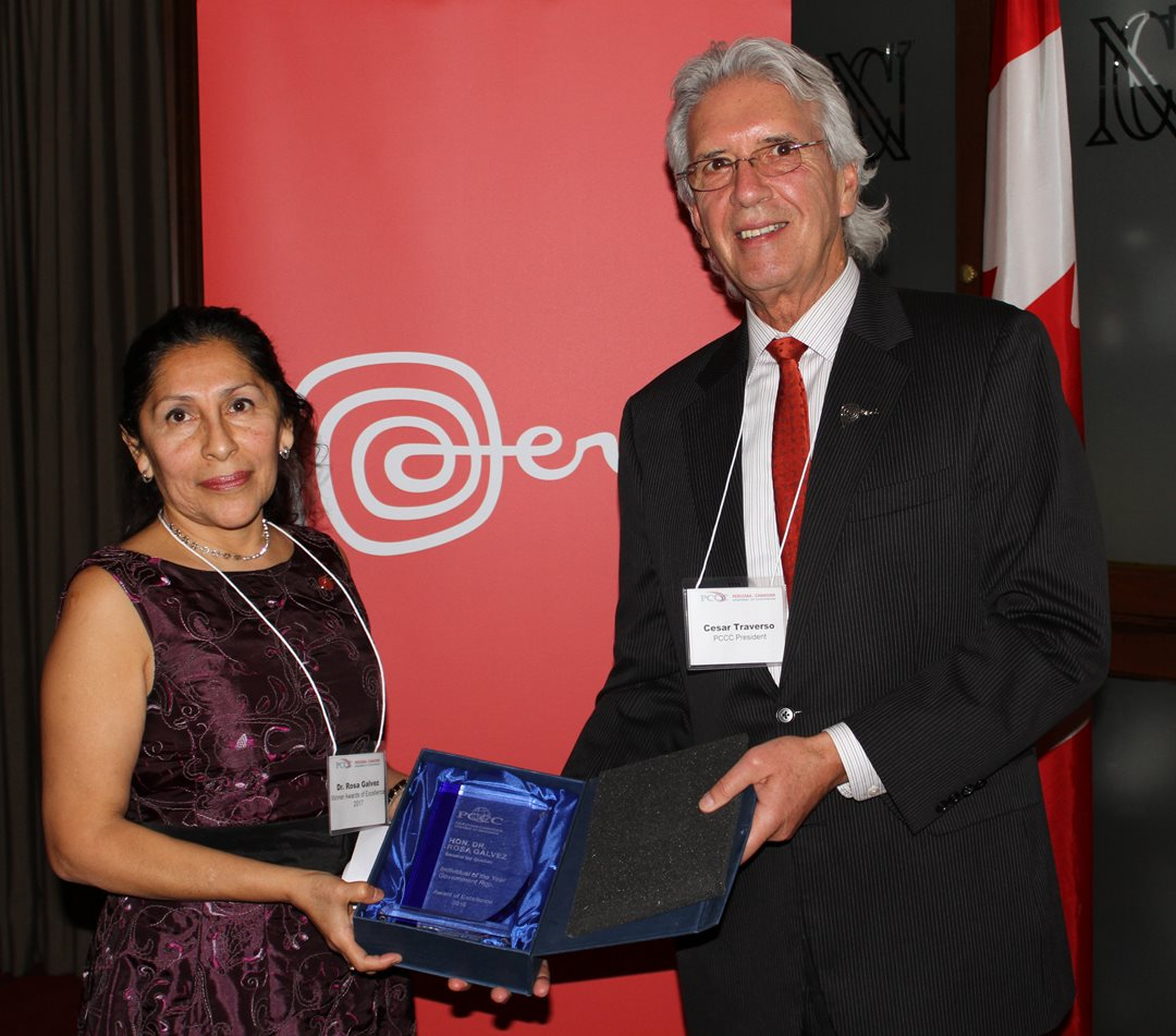 Senator Galvez receives the award for Individual of the Year from Cesar Traverso former director of the Peruvian-Canadian Chamber of Commerce, February 23, 2017.