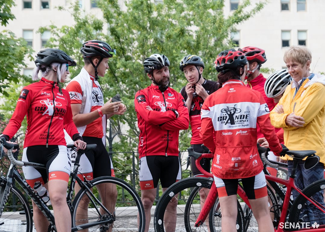 Senator Raine hangs out with La grande traversée bike crew. The crew stopped by Ottawa for Bike Day on the Hill, on their journey from Victoria, B.C. to Bathurst, N.B.