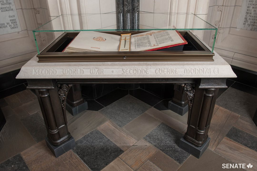 This Second World War Book of Remembrance altar, as well as six others, was installed in the Memorial Chamber in 2014. They surround a central altar dedicated to Canadians who fought and died during the First World War.