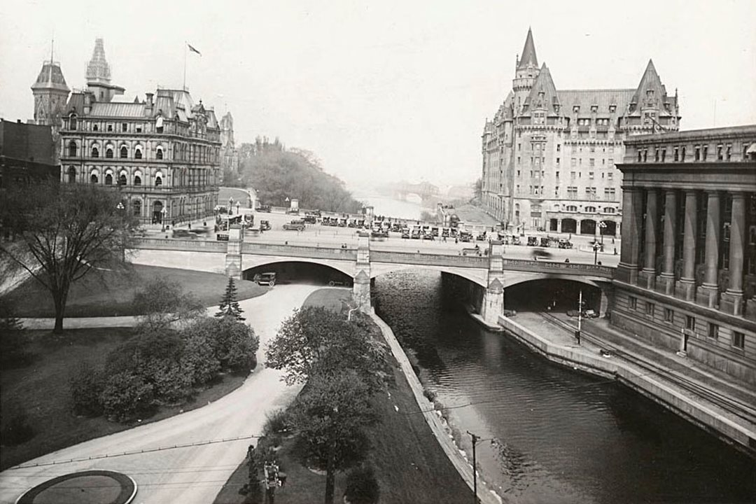 Connaught Place and Ottawa's old post office appear in this 1926 photograph, with the Chateau Laurier and Union Station across the Rideau Canal. (Library and Archives Canada)