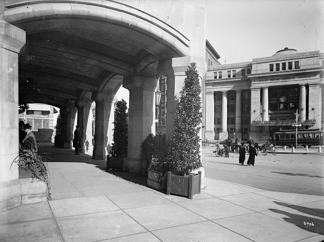Grand Trunk Central Station is seen from the entrance to the Chateau Laurier in 1916, four years after their joint opening. (Library and Archives Canada)