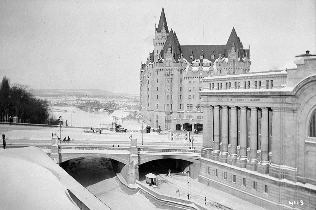 By 1916, Grand Trunk Central Station, Plaza Bridge and the Chateau Laurier — all completed in 1912 — had transformed the site. (Library and Archives Canada)