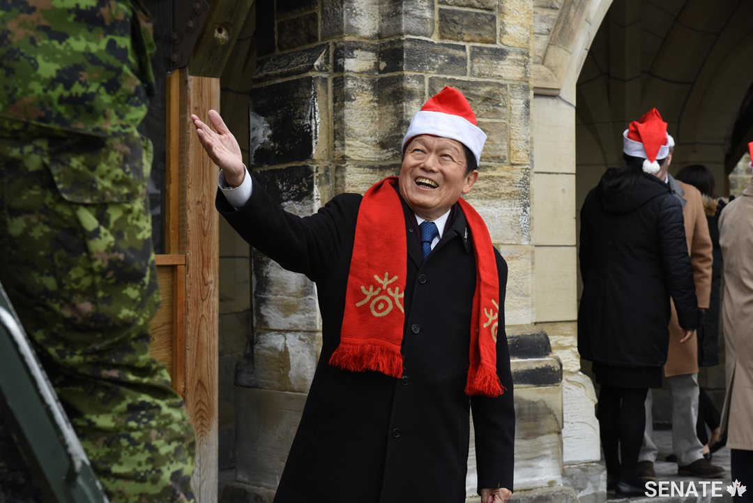 Senator Victor Oh offers encouragement to soldiers loading up boxes of toys donated by senators and Parliament Hill staff during the Senate's Toys for Tots drive.