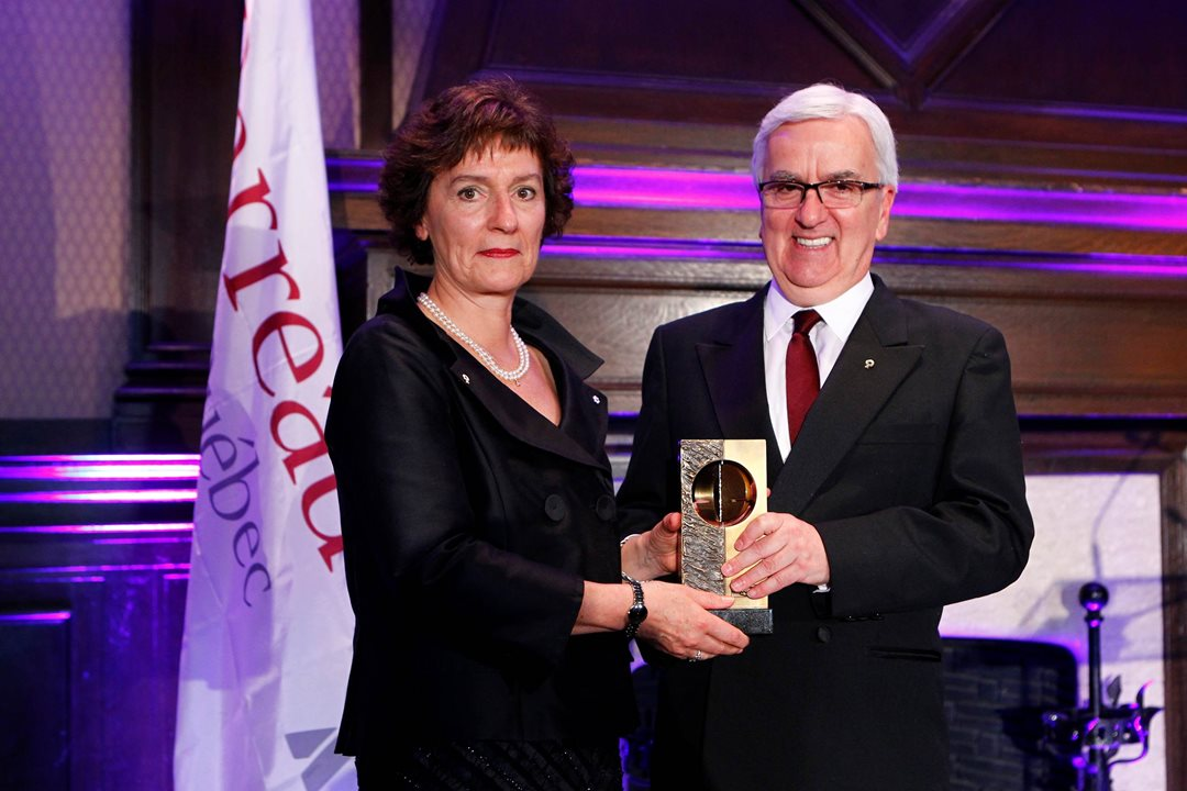 The President of the Barreau du Québec, Louis Masson, presents Senator Renée Dupuis with the Médaille du Barreau in June 2012. As the most prestigious distinction of the Barreau du Québec, it highlights remarkable contributions made by Quebec lawyers in advancing the practice of the law. The award was presented to the senator for her contributions to human rights law, Indigenous rights law and administrative law.