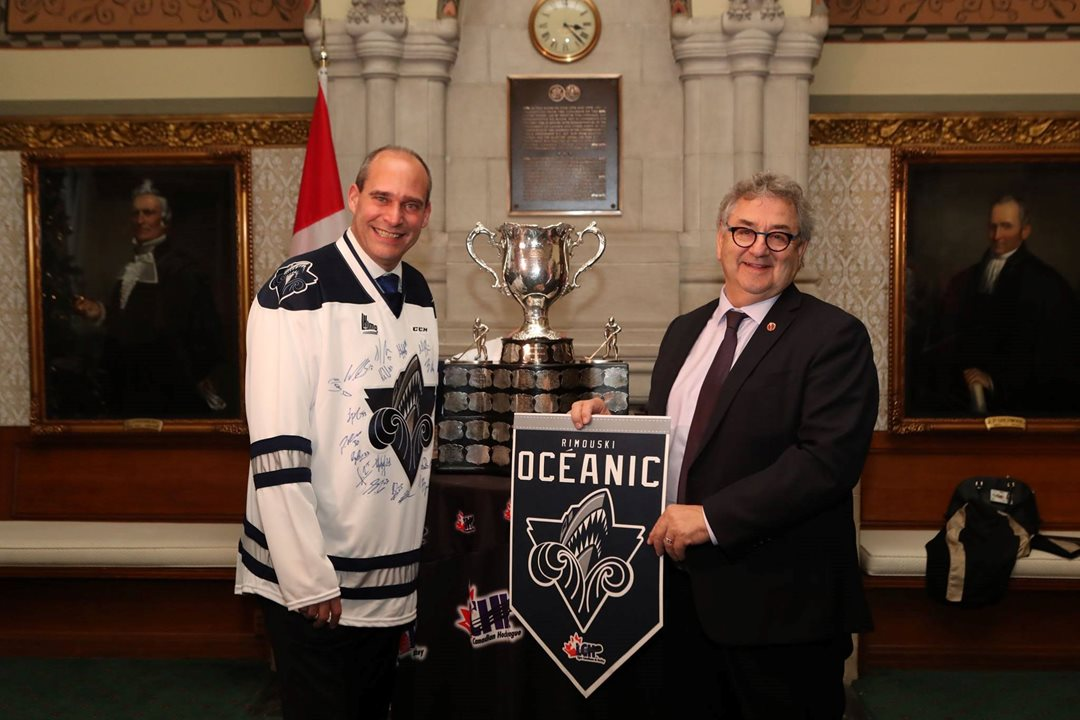 As the former CEO of the Rimouski Océanic, a Quebec Major Junior Hockey League team, Senator Forest used sport as a way of uniting eastern Quebec. He is joined here by Guy Caron, MP for de Rimouski-Neigette−Témiscouata−Les Basques.