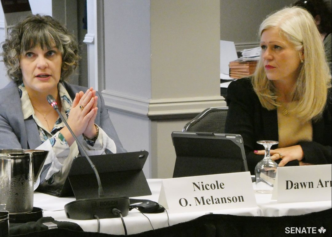 From left to right, Nicole O. Melanson, Manager, Communications and Bilingual Services for the City of Moncton, and Dawn Arnold, Mayor of the City of Moncton, testify before the Committee on Official Languages during public hearings in Moncton on the October 24, 2018.