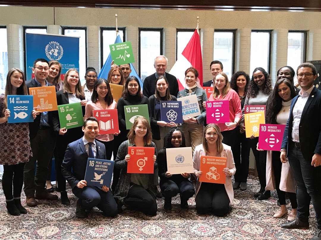 Friday, February 15 – Senator Peter Boehm meets with interns from the United Nations Association in Canada ahead of their departure on six-month internships at United Nations agencies. Senator Boehm spoke with the interns as part of a SENgage youth outreach event.