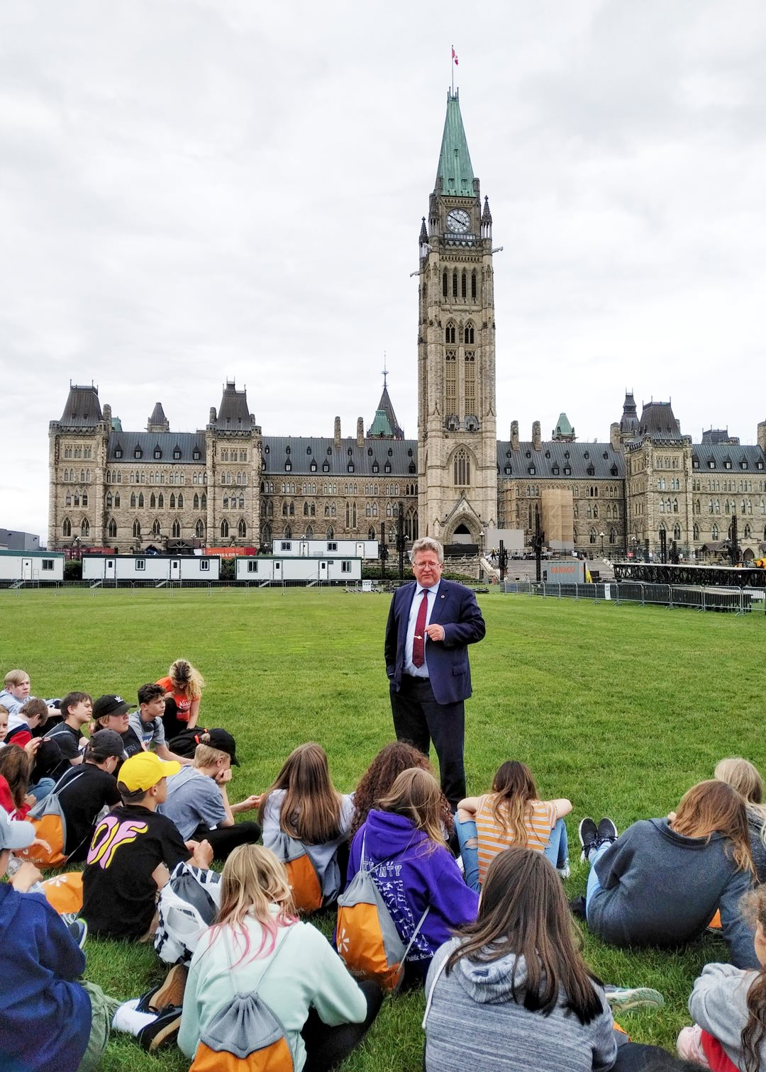 Thursday, June 13, 2019 — On the lawn of Parliament Hill, Senator Rob Black speaks to Grade 8 students from Island Lake Public School in Orangeville, Ontario, about the role of the Senate during their visit to Ottawa.