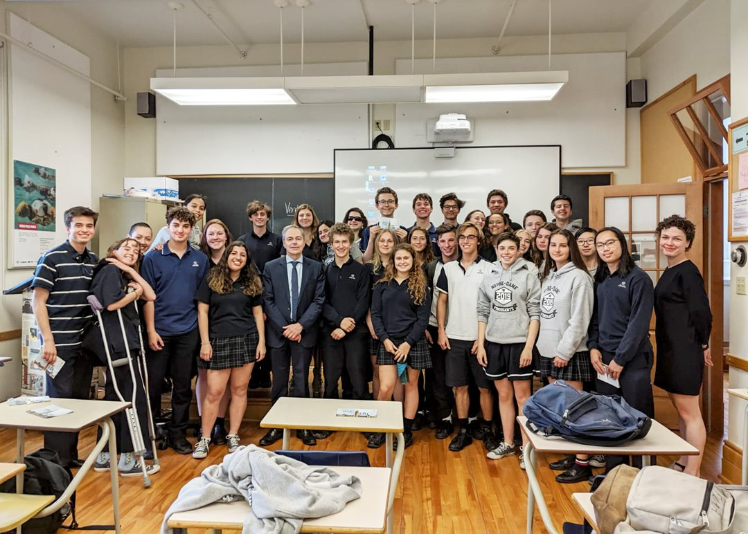 Friday, May 31, 2019 — Senator Pierre J. Dalphond meets Grade 11 students from Collège Notre-Dame in Montréal, Quebec. Senator Dalphond answered interesting questions from students about the role of the Senate.